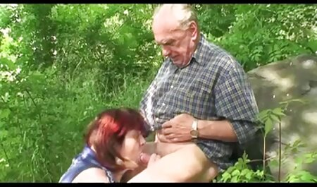 OLD4K. جوجه می خواهد برای به اشتراک گذاشتن یک تخت با پدر پورن فیلم داستانی و خارج شدن از یک رویا